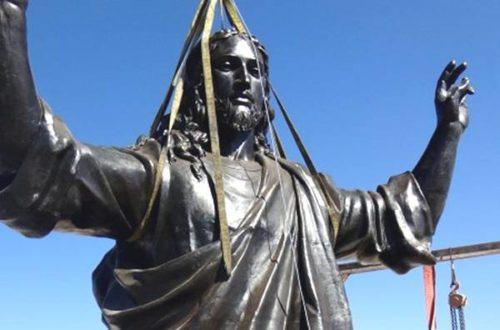 Article : L'érection de Jésus dans un pays en guerre