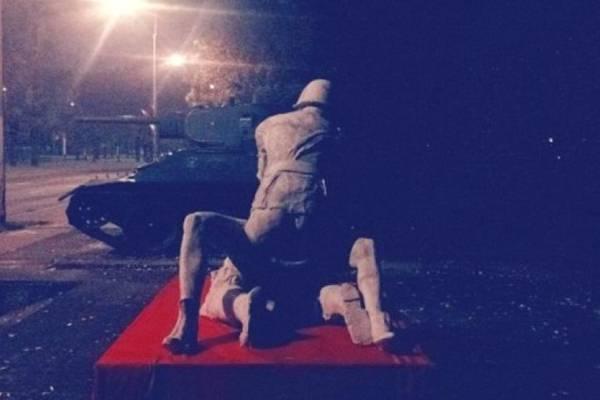 statue-04