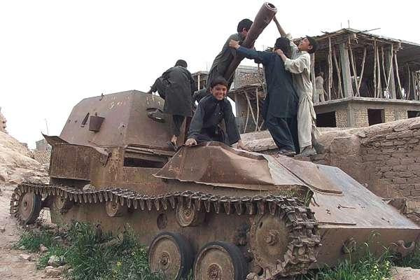 enfants-chars-afghanistan-00