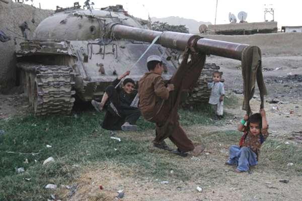 enfants-chars-afghanistan-01