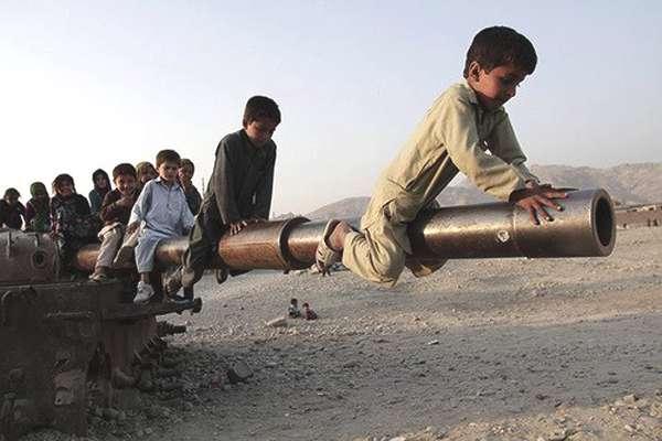 enfants-chars-afghanistan-02