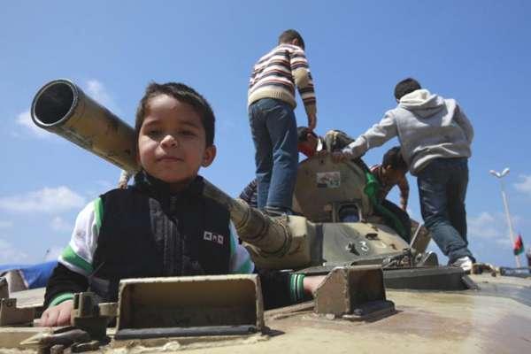 enfants-chars-libye-11