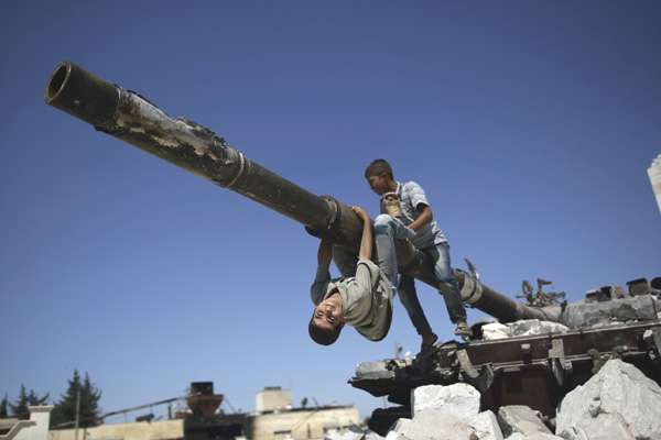 enfants-chars-syrie-15